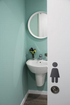 baño de chica de skyblue