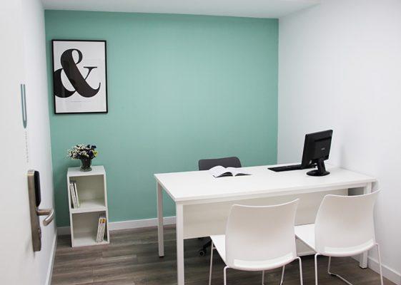 mesa del trabajo del despacho U