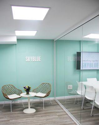 cristalera sala de reuniones y hall