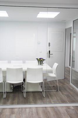 vista del interior de la sala de reuniones