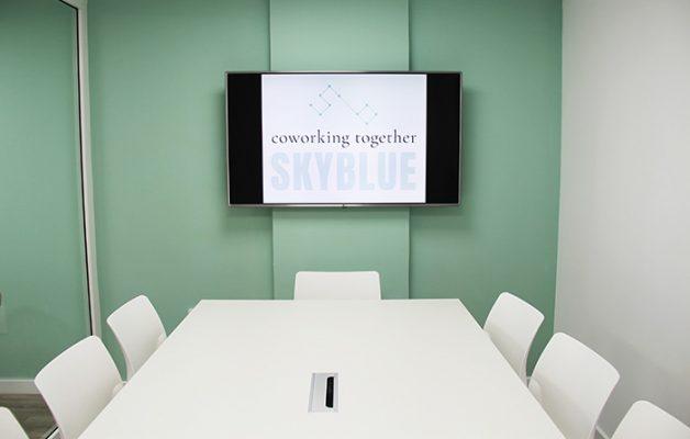 pantalla de la sala de reuniones